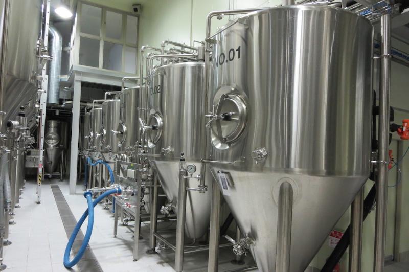 ビール 醸造設備 ステンレス製のタンク